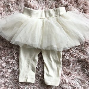 Baby Gap girls legging with attached tutu